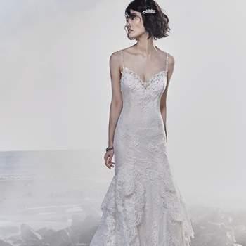 """<a href=""""https://www.maggiesottero.com/sottero-and-midgley/jackson/11542"""">Maggie Sottero</a> <br> Cette robe de mariée très féminin est ornée d'ue dentelle ultra-romantique qui épouse les courbes, donnant une texture unique à la jupe ajustée."""