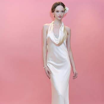 Robe de mariée soyeuse et fluide avec décolleté tombant. Très glamour. Badgley Mischka 2013
