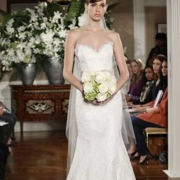 Romona Keveza deixou de lado as cores e apresentou em sua coleção de vestidos de noiva, para Outono 2013, cheios de romantismo, de rendas e detalhes delicados. Perfeito para noivas românticas!