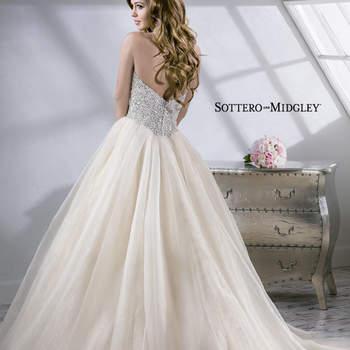 """Vestido de novia estilo corte princesa con escote corazón frontal, falda confeccionada en organza con vuelo impactante y cauda larga. El terminado del diseño está hecho con un cuerpo encorsetado.   <a href=""""http://www.sotteroandmidgley.com/dress.aspx?style=4SS811"""" target=""""_blank"""">Sottero &amp; Midgley Platinum 2015</a>"""