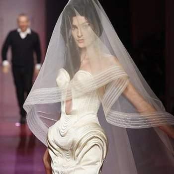 Uma bela homenagem de Jean Paul Gaultier a Amy Winehouse com este modelo, que somente a falecida cantora poderia usar sem problemas. E seria um sucesso absoluto, sem dúvidas!