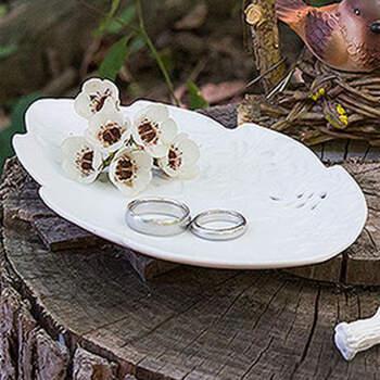 Porta anillos hojas de porcelana- Compra en The Wedding Shop
