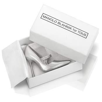 Zapatos color plata. Foto:TOUS