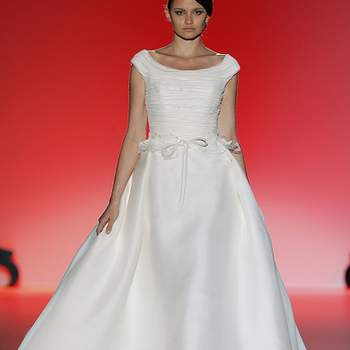 Robe de mariée Hannibal Laguna 2013. Photo : Barcelona Bridal Week