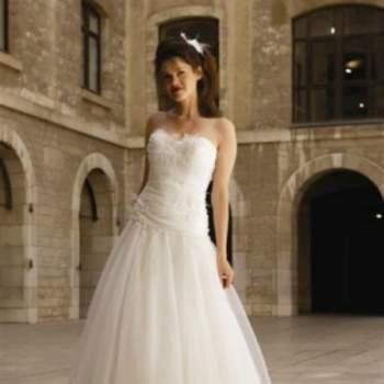 Robe de mariée Angie, Collection Mon Amour. Vue de face. Crédit photo: Nathalie Elbaz Cleuet