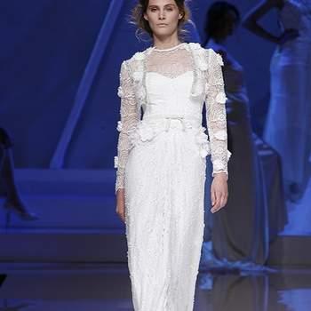 Robe de mariée coupe droite et fluide. Photo : Barcelona Bridal Week