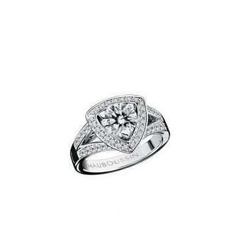Bague Dream & Love, or blanc, diamant 1 carat approx., qualité GVS, pavage diamants Source : mauboussin.fr
