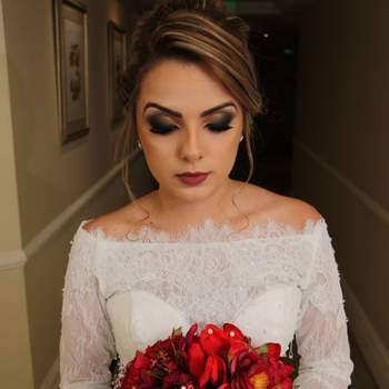 Penteado para noiva com cabelo preso | Credits: divulgação