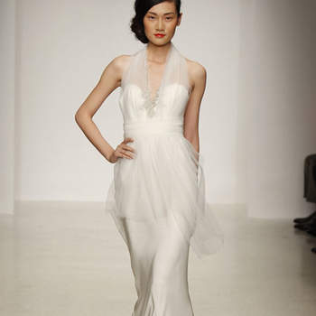 Coupe parfaite, matière soyeuse associée à du tulle : une robe de mariée originale et élégante Amsale 2013