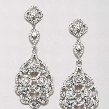 Orecchini pendenti a goccia in diamanti, perfetti per valorizzare un'acconciatura raccolta