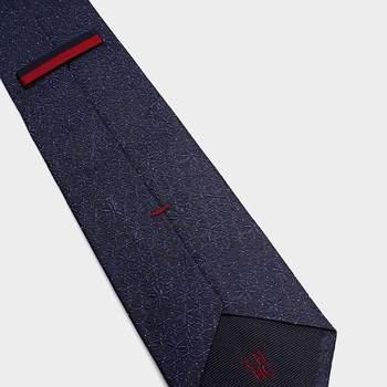 Corbata azul. Credits: Carolina Herrera