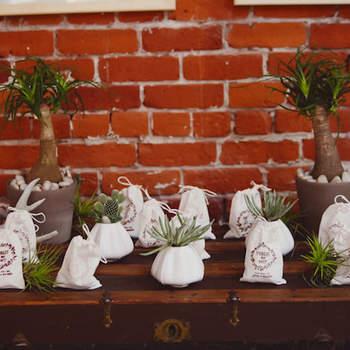 Une décoration verte et toute en fraîcheur. Source : Green Wedding Shoes