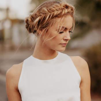 Penteado para noiva com cabelo preso e trança | Credits: Jordan Voth Photography