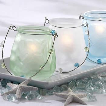 Des bougies d'extérieur à suspendre : rien de tel pour donner une touche champêtre à votre réception de mariage. Source : weddinggdpotonline.com