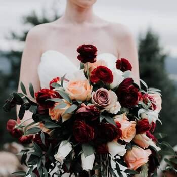 As rosas podem dar um toque de paixão ao seu bouquet de noiva | Créditos:  Amber Tyler Photo