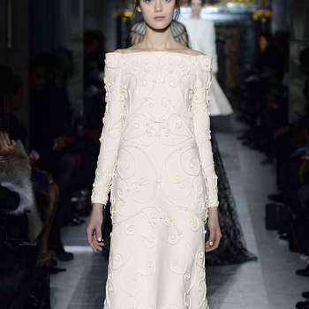 Un vestido en escote barco para una ceremonia civil. Foto: Valentino.