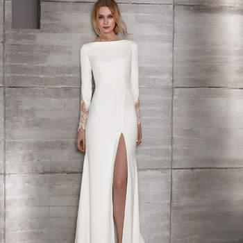 Vestido sexy y minimalista de manga larga con detalle de encaje en la muñeca y abertura frontal en la falda.