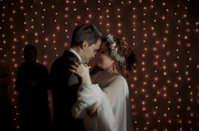 Ideias de Veludo. Fotografia: Espaço Branco. . Vestido de noiva: Gio Rodrigues. Fato de Noivo: Prassa