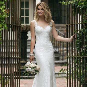 Modelo 44062, vestido de novia de corte recto con tirantes y escote corazón
