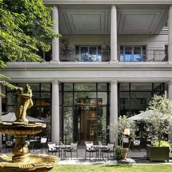 Palazzo Parigi Hotel & Grand Spa, Milano: Il giardino di un prestigioso hotel milanese si trasforma nello scenario perfetto per accogliere parte del vostro ricevimento all'aperto.