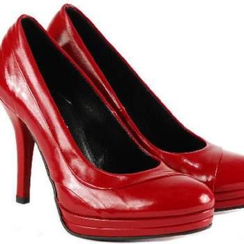 Escarpins vernis rouges à semelle compensée. - Source : Venezia