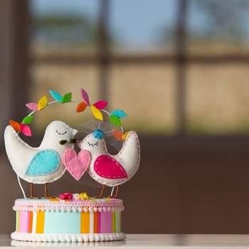 Colorées, ces figurines auront leur place au sommet de votre gâteau de mariage. Photo : Arc Fotografia