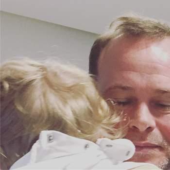 O melhor pai #omelhorcolodomundo @fonziecoruche #diadopai #happyfathersday fomos ao pediatra (rotina)e só acalmou no colo do pai
