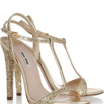 Sandales dorées Miu Miu. Photo : Net-a-Porter