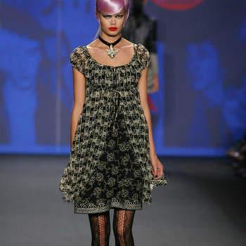 A estética punk está na ordem do dia. a colecção Anna Sui primavera/verão 2013 inundou a passerelle da Mercedes Benz Fashion Week com meninas meio-punks, meio-coquettes. O resultado é delicioso e pode muito bem servir de inspiração para noivas à procura de algo... fora da box.