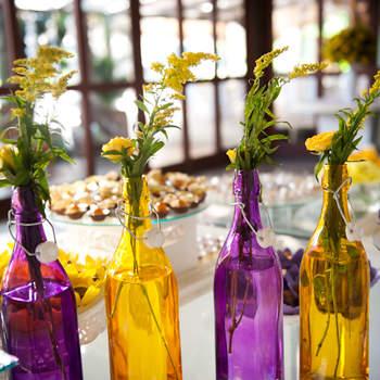 Duas cores complementares: roxo e amarelo! Inove usando essas cores na decoração do seu casamento!