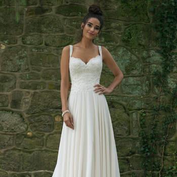 Modelo 44067, vestido de novia de corte princesa con tirantes finos y sofisticados