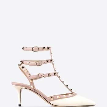 """Le modèle """"Rockstud ankle strap"""" signé Valentino et ses 6.5cm de talon"""