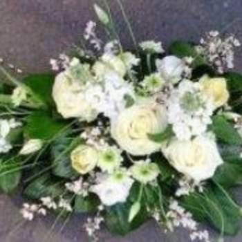 Centre de table Fanny composé de fleurs blanches. Crédit photo: Atelier Floral