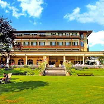 Unweit vom wunderbaren Starnberger See in Feldafing liegt das bezaubernde Golf Hotel Kaiserin Elisabeth. In dieser herrlichen Umgebung sollte Ihrer Traumhochzeit nichts mehr im Wege stehen.  Stilvoll werden die Räume für sie gestaltet und dekoriert und auch im Garten oder auf der Terrasse mit Blick ins Grüne kann gefeiert werden.