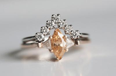 Alternativas al típico anillo de compromiso: Las propuestas más cool