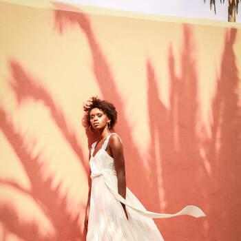 Photo : Love is Like a Rose - Robe Karina