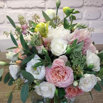 Décoration florale sur mesure, mélange d'art et nature... Bienvenue chez Iris et Capucine !