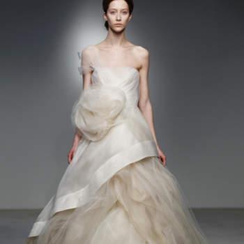 Vestido de noiva tom off white.
