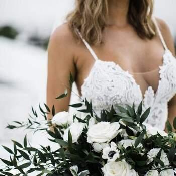 O branco será sempre um clássico perfeito para bouquets elegantes | Créditos:  Etsy