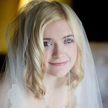 Les boucles blondes donnent un air angélique aux mariées. Photo : Jean Loper Photography