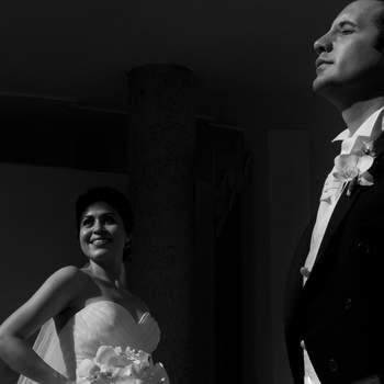Una toma muy romántica en blanco y negro que muestra el amor de una pareja que empieza una nueva aventura en su vida.  **Puedes votar por esta imagen como la mejor foto de bodas México 2012 con tan sólo dejar un comentario con tu número favorito**
