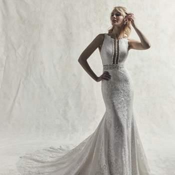 Este elegante vestido de novia se trata de una joya única. Destaca por su cordón de abalorios que acentúa de forma extraordinaria la cintura de la modelo.