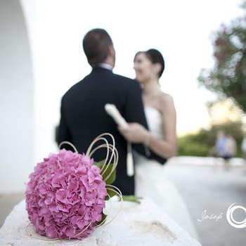 Der Brautstrauß kann auch im Vordergrund stehen - Foto: Josep Alfaro