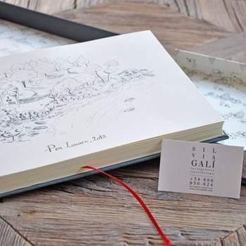 Livro de assinaturas com ilustrações feitas à mão. Credits: Silvia Gali