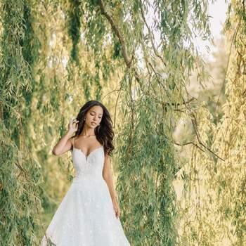 Tiana by Allure Bridals | Style: DP256 (só disponível nas lojas Kleinfeld) | Créditos: Disney