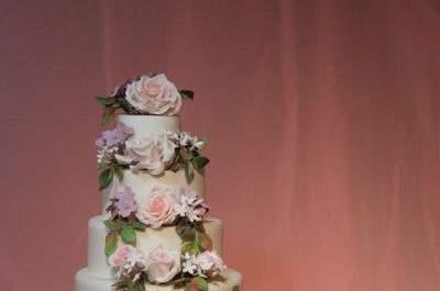 Hübsche Hochzeitstorten mit Blumen - Ein ganz besonderes Bouquet!
