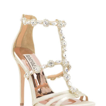 Thelma Embellished Evening Shoe. Créditos: Badgley Mischka