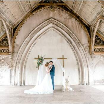Romantiek in de kathedraal: styled shoot op een bijzondere locatie   Foto: Joke van Veen fotografie, Nathalie Photography, Linda Day of My Life photography