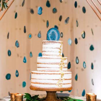 Inspiração para bolos de casamento modernos que são uma verdadeira obra de arte | Créditos: Erin J Saldana Photography