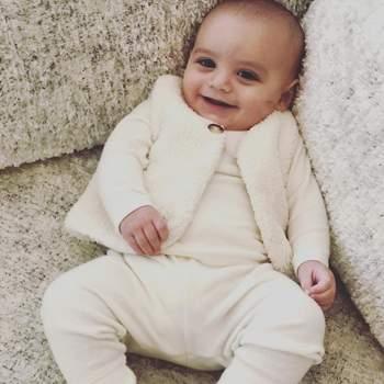 O bebé é fruto do casamento da atriz com José Bastón. | Foto via Instagram @evalongoria